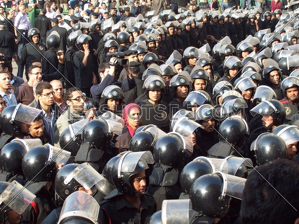 egyptian police force during the 25th of January revolution in Egypt