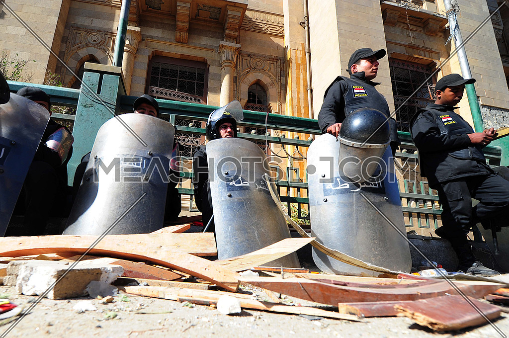 Egyptian Security forces after A car bomb explosion at the police headquarters in Cairo on 24 January 2014