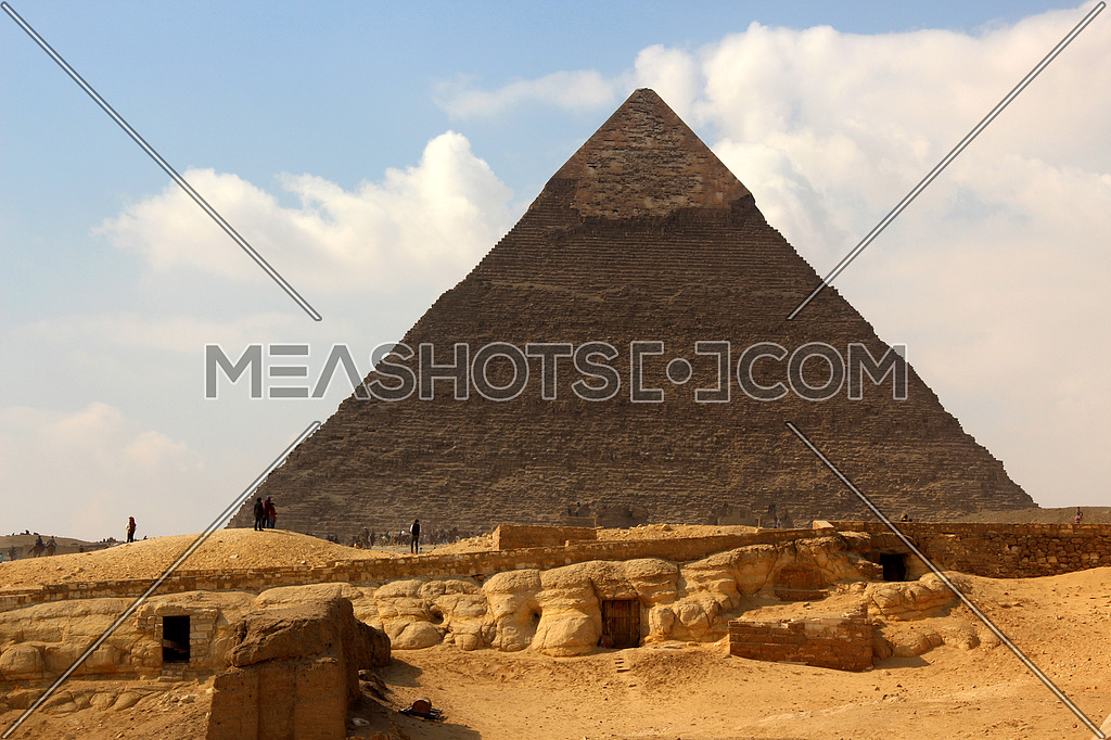 a photo showing the great pyramid build in Giza during the pharaohs ancient civilization and the architecture style used