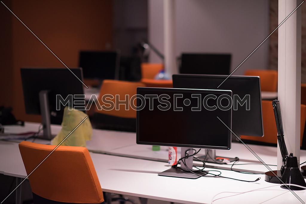 Empty Modern Office 124466 Meashots