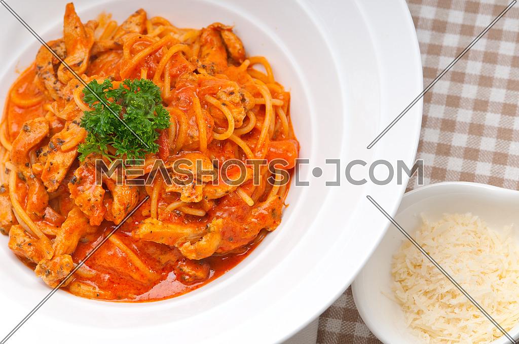 Italian spaghetti pasta with tomato and chicken sauce