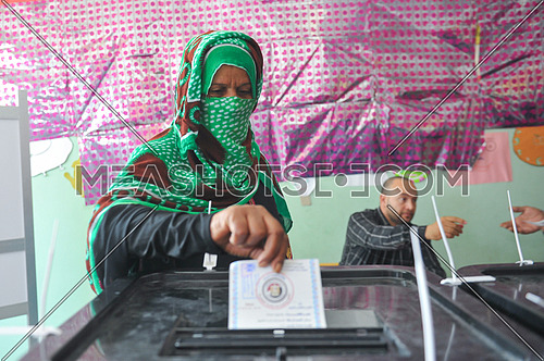 A Bedouin woman votes in the 2018 Egyptian presidential elections in the city of peace in Sharm El Sheikh in South Sinai on the first day of the elections March 26, 2018, which lasts for 3 days