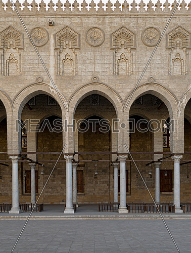 Arched surrounding the courtyard of a historic mosque, Cairo, Egypt, built by Mamluk sultan Al-Mu'ayyad Sayf ad-Din Shaykh from whom it takes its name. Construction began in 1415 and the mosque was completed in 1421