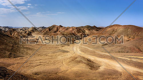 In the picture the Egyptian desert of stones with its beautiful mountains of many colors .