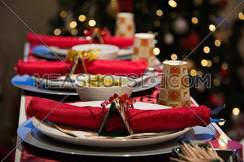 chrismas dinner table setup