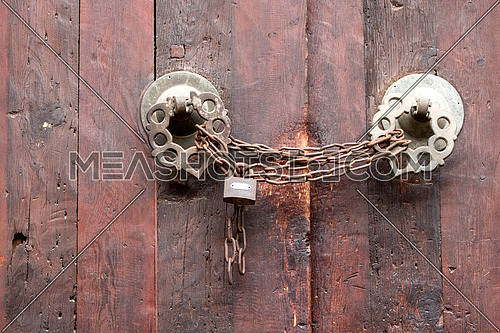 a rustic old door with a chain and a lock باب مدرسة و قبة السلطان ناصر محمد ابن قلاوون