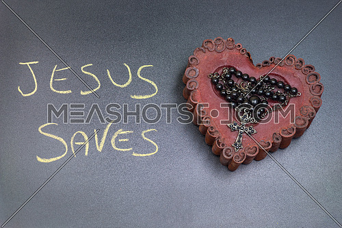 In the picture a rosary iron placed over a heart of red wax, on the left side the inscription \