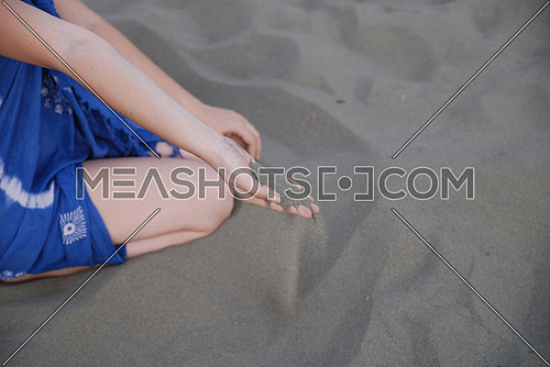 fine sand leaking trought woman hands