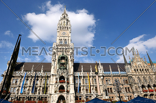 Munchen: Marienplatz, New Town Hall and Frauenkirche poopular tourist destination and city center