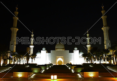 The Sheikh Zayed Mosque night shot