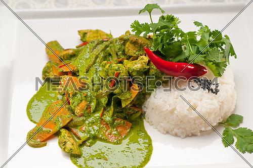 chicken with green curry fresh vegetables and rice
