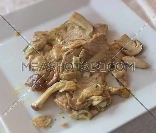 Scallops of veal with mushrooms