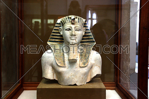 a photo from the Egyptian museum showing monumental statue belonging to ancient Egyptian civilization
