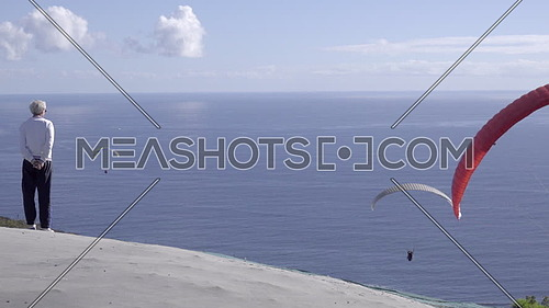 View of para glider launching into winds over Cape Town