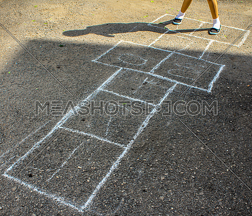 The hopscotch game in arabic numbers