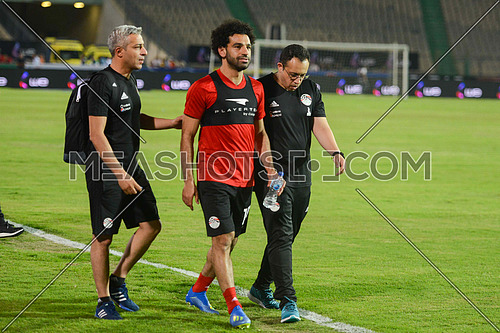 The Egyptian national football team, led by Portuguese coach Hector Cooper, conducted his final training on Saturday 9 April 2018 at the Cairo International Stadium, before traveling to Russia for the 2018 World Cup. Mohamed Salah, the star of the Egyptian team and the Liverpool Club of England, appeared in the last Pharaohs training. The fans were keen to greet the Egyptian Pharaoh, who went to the fans to reassure him after the injury.