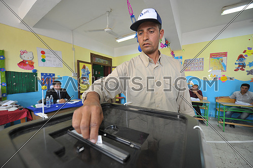 Egyptian voters vote in the 2018 Egyptian presidential elections in the peace city of Sharm El-Sheikh in South Sinai on the second day of the elections 26 March 2018, which lasts for 3 days