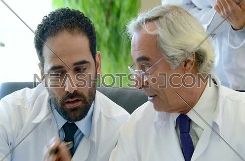 senior middle eastern doctors meeting and discussing with team