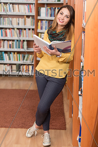 Portrait Of An Caucasian College Student Woman In Library - Shallow Depth Of Field