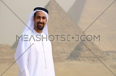 Emiratie man at the pyramids looking to the camera