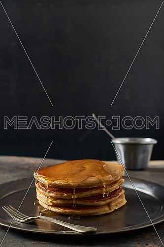 Pan cakes with honey