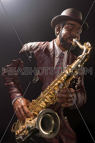 A sax player statue