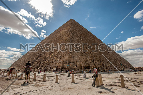 people arround the Pyramids of Giza - The greatness of the Egyptian civilization  أهرامات الجيزة عظمة الحضارة المصرية