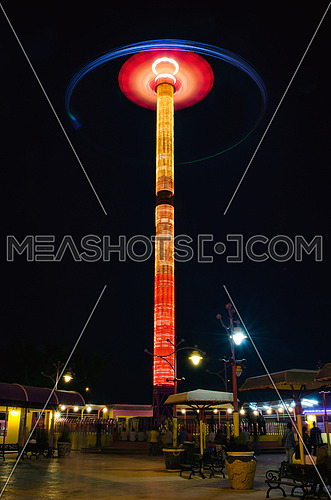 An extreem ride at a theme park at night