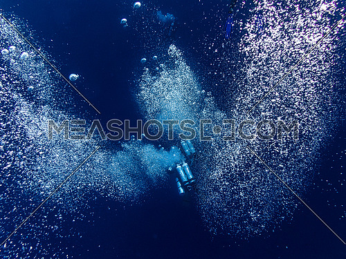 Bubbles of a diving group
