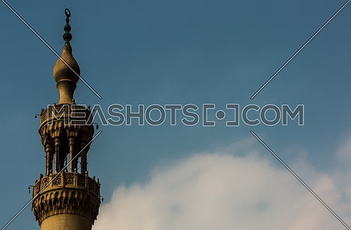 Zoom IN Shot for mousqe minaret at Daytime