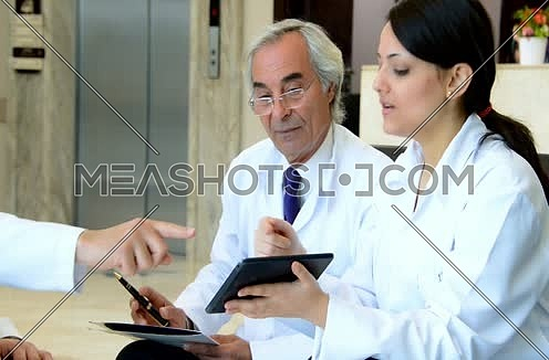 middle eastern doctors meeting and discussing