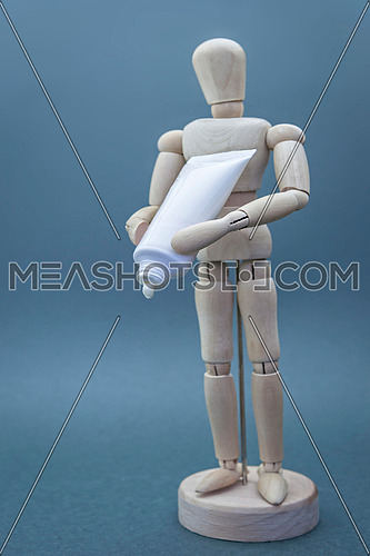 Articulated wooden doll with packing cremates