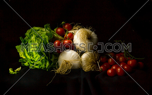 Italian Salad of onions, tomatoes and lettuce