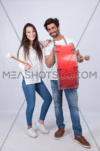 A young couple isolated on white cheering for Egypt