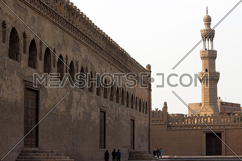 a photo for AHMED BIN TOLON Mosque in old Cairo , Egypt showing the architecture style used at that time